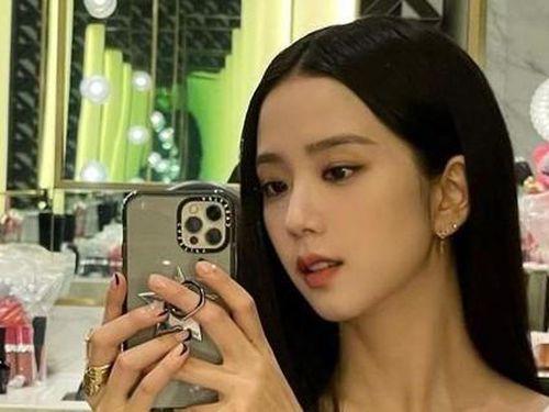 Jisoo trong hậu trường show thời trang Dior: Ảnh chất lượng thấp mà visual chất lượng cao