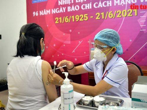 Hơn 270 phóng viên, nhà báo tại TP Hồ Chí Minh được tiêm vaccine phòng dịch