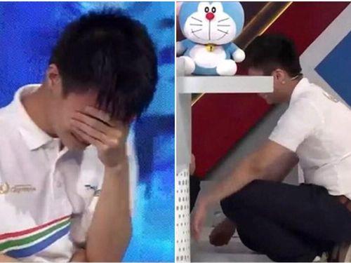 Nghẹn ngào khoảnh khắc nam sinh Nghệ An ôm đầu bật khóc, ngồi thụp xuống vì để vụt mất vòng nguyệt quế