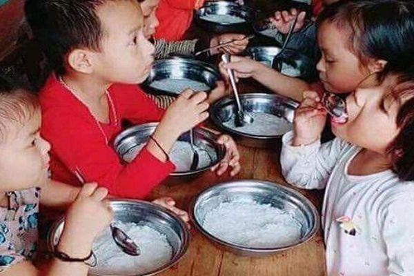 Vụ cho trẻ ăn miến luộc chan nước: Phụ huynh tố trường có nhiều khoản thu chi không rõ ràng