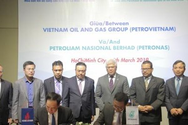 Ký Thỏa thuận khung mua bán khí bổ sung cho cụm Khí- Điện- Đạm Cà Mau