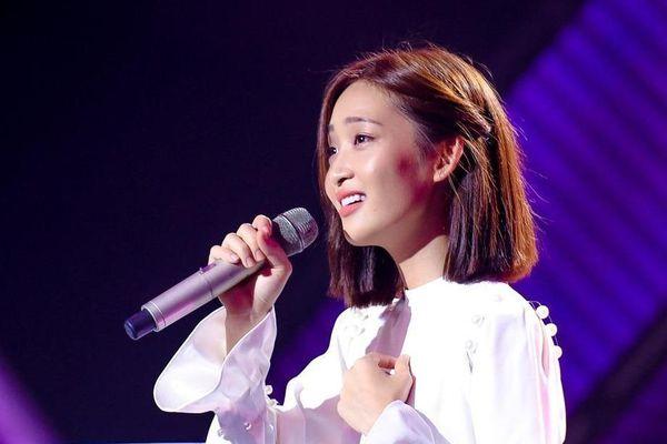 Khán giả bất bình tố The Voice 'lừa đảo', giám khảo thiên vị hot girl