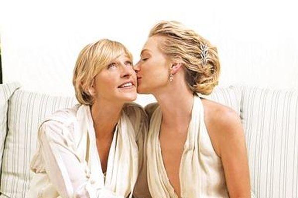Chuyện tình của các cặp đồng giới quyền lực: đầy sóng gió những cũng dạt dào yêu thương