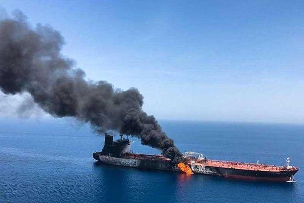 Cháy tàu ở vịnh Oman: Chiến tranh Mỹ-Iran cận kề?