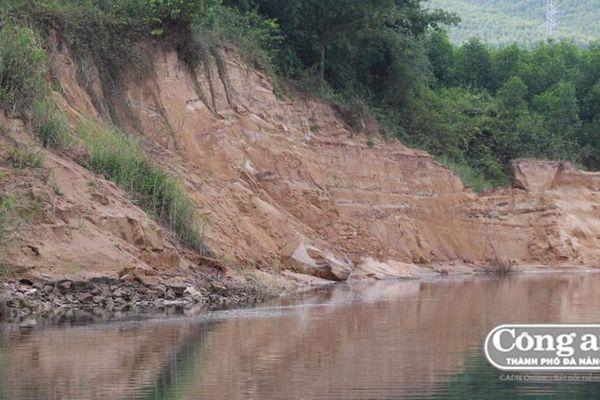Tháo dỡ hàng rào ngăn sông Bồ