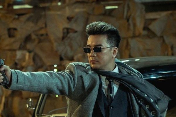 Đàm Vĩnh Hưng tự diễn màn đánh nhau, đấu súng trong MV mới