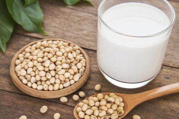 Chị em uống nhiều sữa đậu nành có thể gây u xơ tử cung?