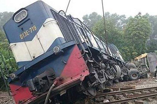 Bắc Giang: Ô tô bị tàu hỏa đâm trực diện, 3 người thương vong