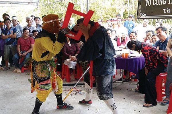 Cử tri Cà Mau phản đối múa tề thiên trong đám tang