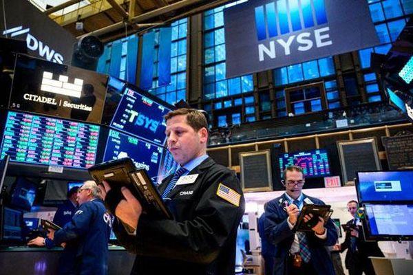 Chứng khoán Mỹ lập kỷ lục mới sau khi FED phát tín hiệu sẵn sàng hạ lãi suất