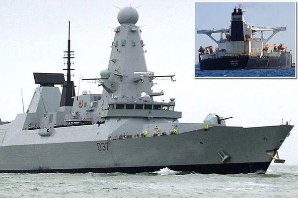 Phát hiện tàu bom Iran phục sẵn tàu chiến Anh trên biển