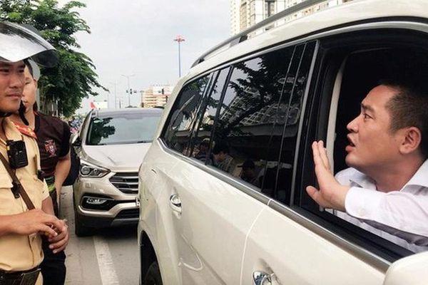 Danh tính Phó Giám đốc địa ốc Trường Lộc cố thủ trong xe Mec 5 tỷ chống CSGT