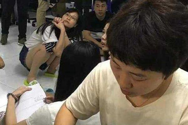 Tại sao Việt Nam sẽ bàn giao gần 400 'con bạc' cho Trung Quốc?