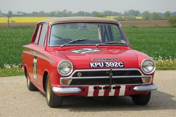 Xe cổ đời 1965 được bán với giá khó tin 6,2 tỷ đồng