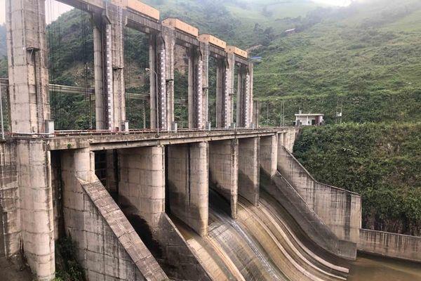 Nhà máy thủy điện nghìn tỷ không phép ở Lào Cai: Thách thức chính quyền