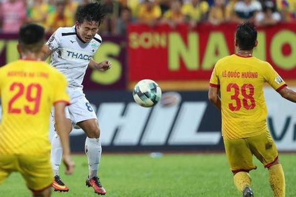 Gần 30.000 khán giả mở hội sân Thiên Trường khi Nam Định hòa HAGL 2-2