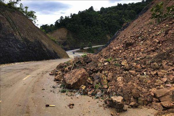 Mưa lớn gây sạt lở Quốc lộ 12, Điện Biên