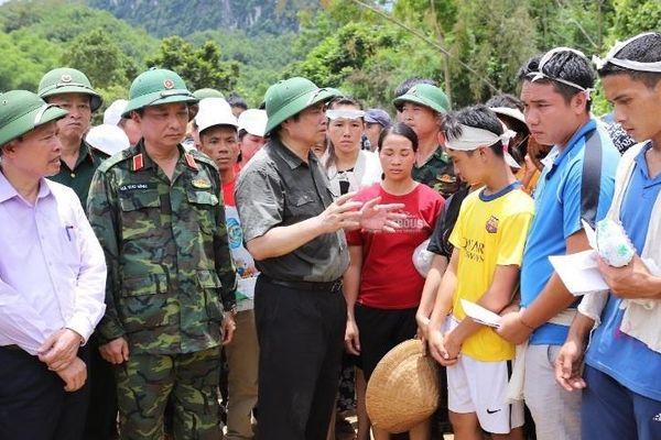Trưởng ban Tổ chức Trung ương Phạm Minh Chính thăm đồng bào vùng lũ Thanh Hóa