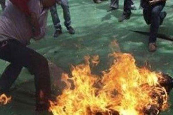Mâu thuẫn vì con khóc, chồng tưới xăng đốt vợ rồi bỏ trốn