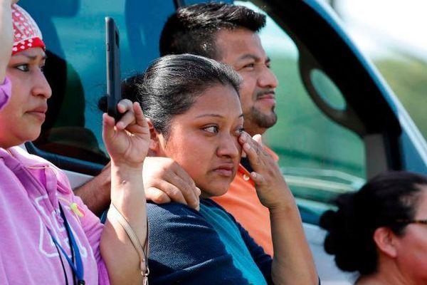 Mỹ bắt hàng trăm người nhập cư, dư luận rúng động