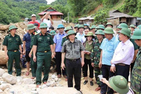 Trưởng ban Tổ chức Trung ương thăm hỏi người dân bị thiệt hại do mưa lũ tại Thanh Hóa