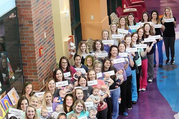 36 nữ y tá trong một bệnh viện cùng mang thai và sinh con trong 1 năm