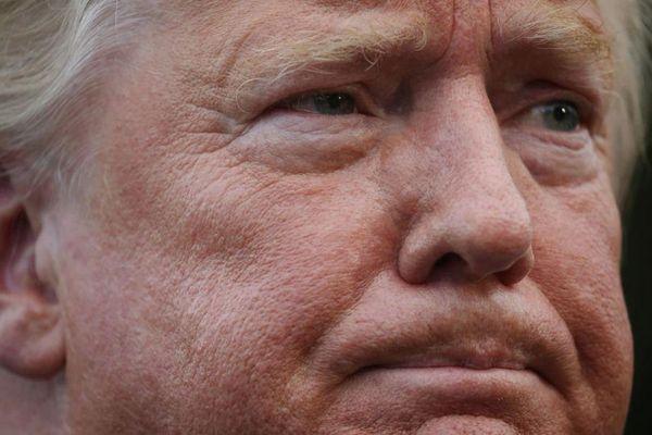 Tổng thống Trump ghé thăm các nạn nhân trong hai vụ xả súng