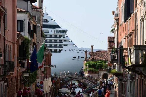Venice cấm tàu du lịch để bảo vệ thành phố cổ