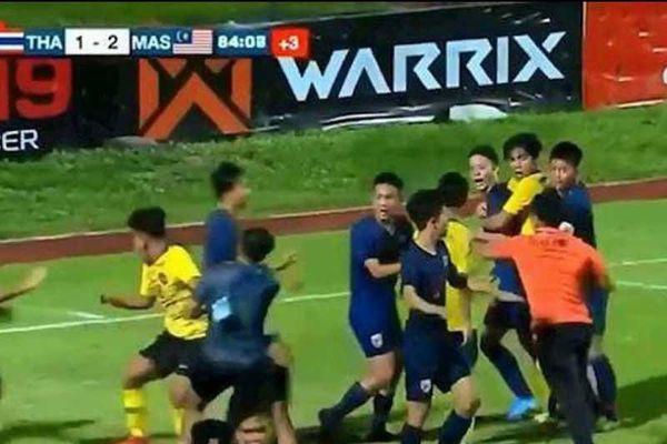 Từ bạo lực bóng đá Thái đến cách giáo dục của người Nhật