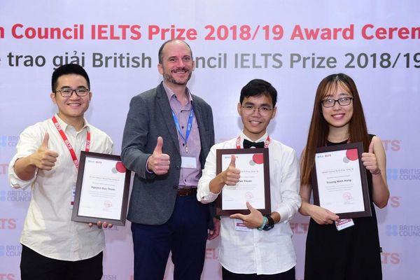 Ba thí sinh Việt nhận học bổng IELTS Prize trị giá 450 triệu đồng