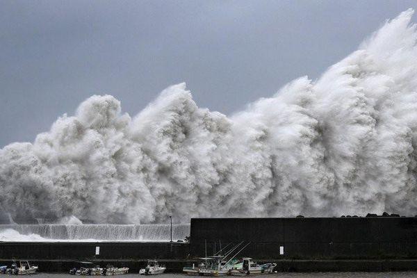 Bão Krosa đổ bộ vào Nhật Bản, 7.000 người phải sơ tán