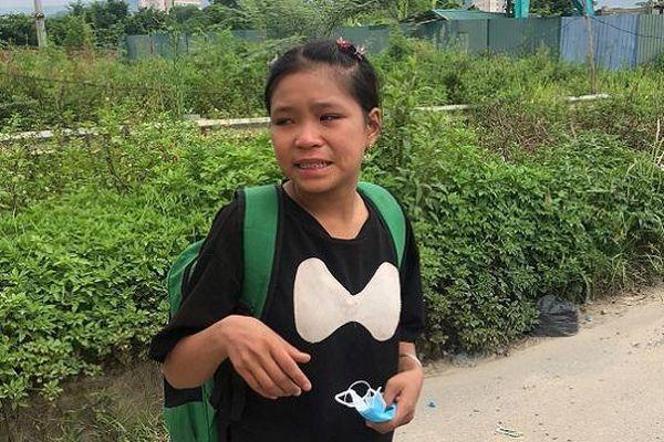 CSGT giúp đỡ thiếu nữ người Dao bị lừa tiền, đứng khóc trên cao tốc Đại Lộ Thăng Long