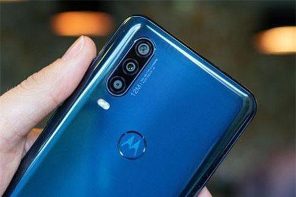 Motorola ra mắt smartphone 3 camera sau, chip Exynos 9609, chống nước, giá gần 7 triệu