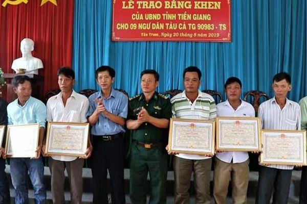 Khen thưởng 9 thuyền viên cứu 22 ngư dân Philippines