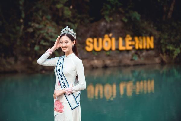 Hoa hậu Lương Thùy Linh thả dáng giữa chốn bồng lai tiên cảnh của Cao Bằng