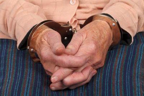 Sáu cụ già U70, U80, U90 bị bắt vì say sưa 'yêu' ở nơi công cộng