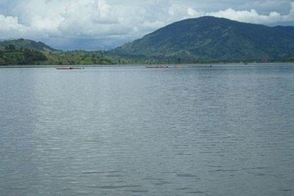 Bé gái 9 tuổi đi nhặt phế liệu tử vong bất thường trên hồ nước