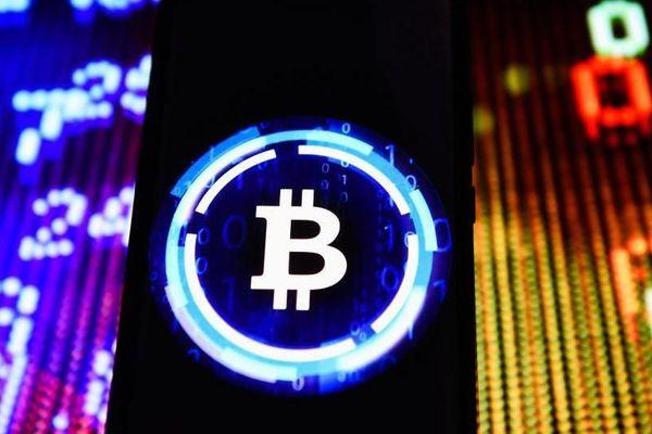 Tiền ảo đồng loạt rớt giá, Bitcoin tuột mốc 10.000 USD