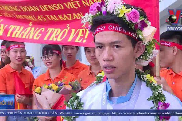 Tụ hào đón đoàn Việt Nam thi tay nghề thế giới về nước