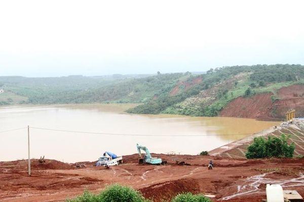 Mưa lớn kéo dài, một hồ thủy lợi có nguy cơ bị vỡ