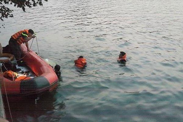 Phát hiện thi thể cô gái dưới hồ