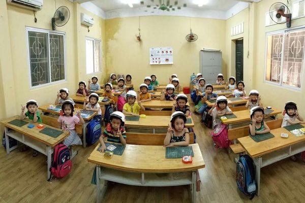 HEAD Tiến Cường tặng hàng trăm mũ bảo hiểm cho học sinh để 'Giữ trọn ước mơ'