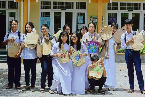 Học sinh hưởng ứng 'nói không với túi nilon'