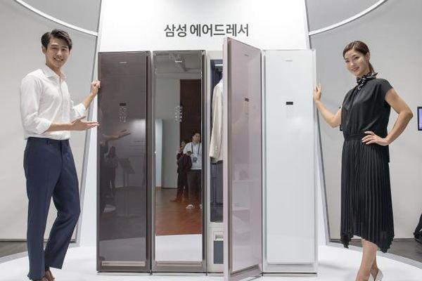 Samsung ra tủ quần áo thông minh, chỉ cần treo vào là sạch và thẳng