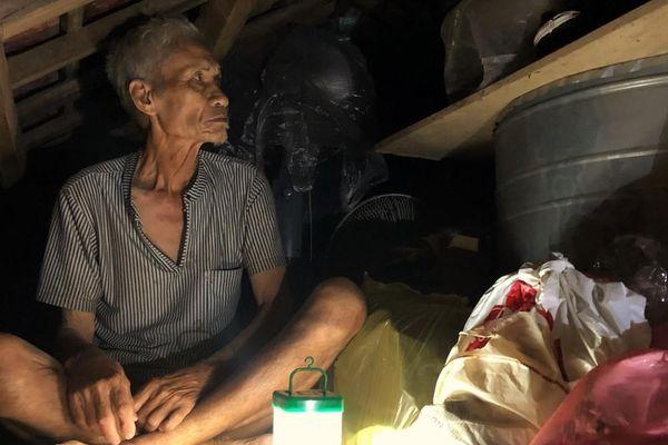 Cơ cực cuộc sống ở vùng lũ: Ba đêm thức trắng trên gác nhà chờ nước rút