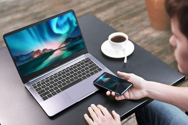 Laptop MagicBook Pro Ryzen Edition: chip AMD Ryzen, giá 614 USD