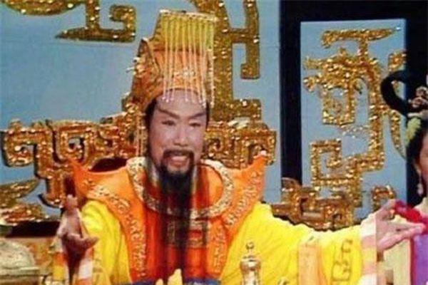Không phải sợ hãi khi Tôn Ngộ Không đại náo thiên cung, thực chất Ngọc Hoàng chỉ giả vờ núp sau bàn ngọc