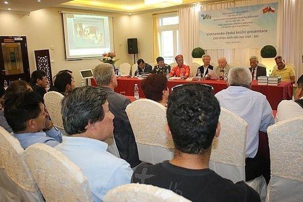 Văn học bắc nhịp cầu hữu nghị Việt - Séc
