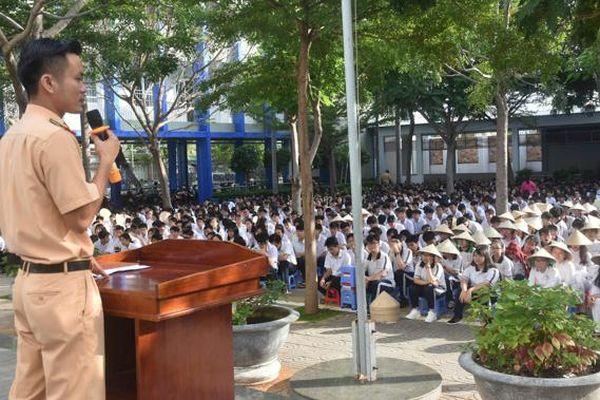 Bảo đảm ATGT cho học sinh đến trường