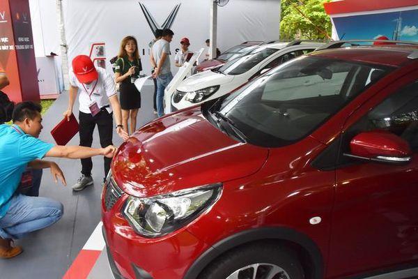 Hết tháng Ngâu, thị trường ô tô vẫn không thể ngóc đầu khi đua nhau giảm giá
